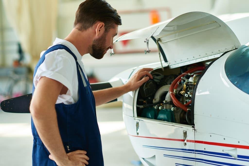Механик и самолет картинка